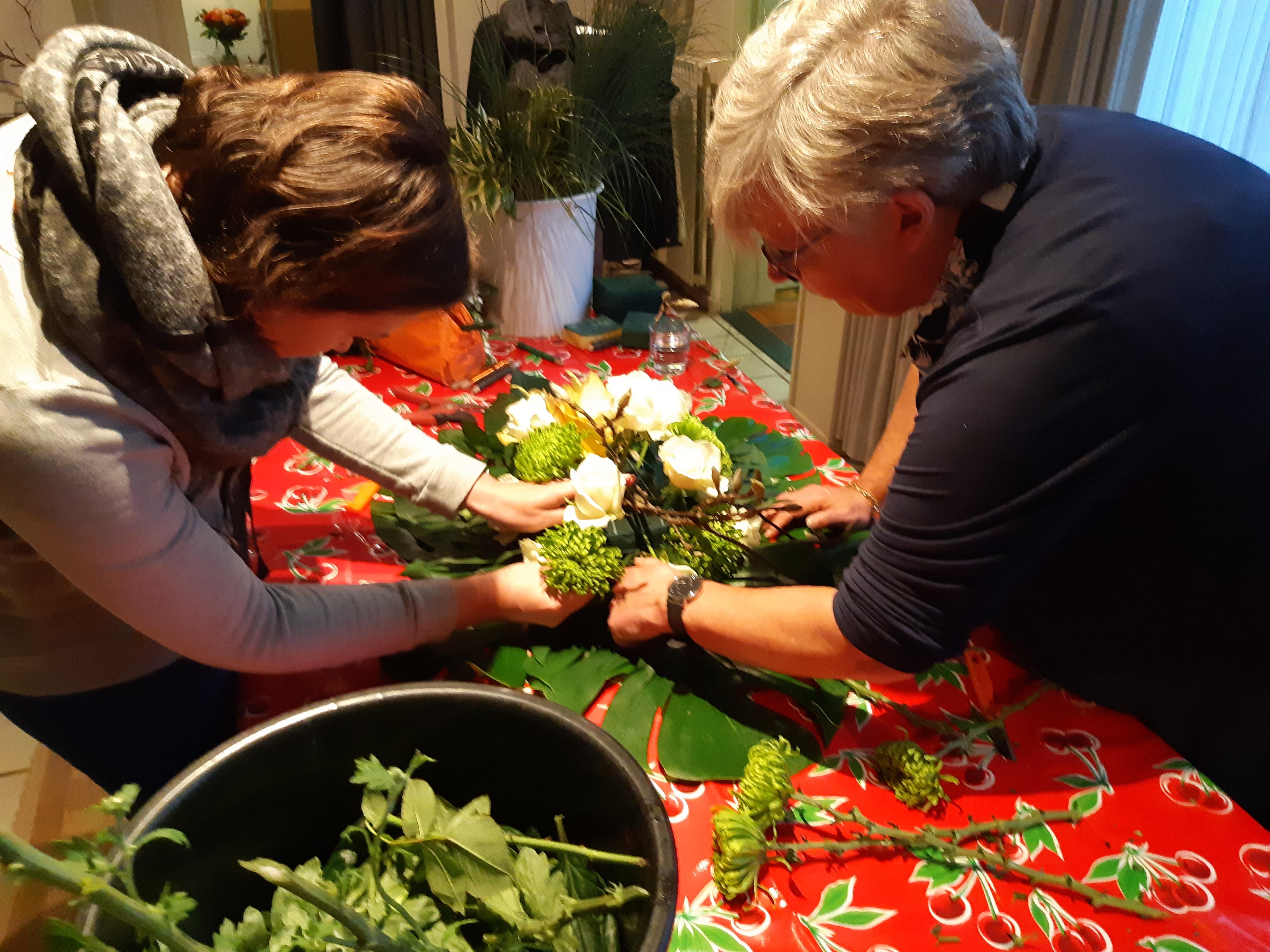Bloemen, rouwstuk, samen met Ester, familie, bloemschikken