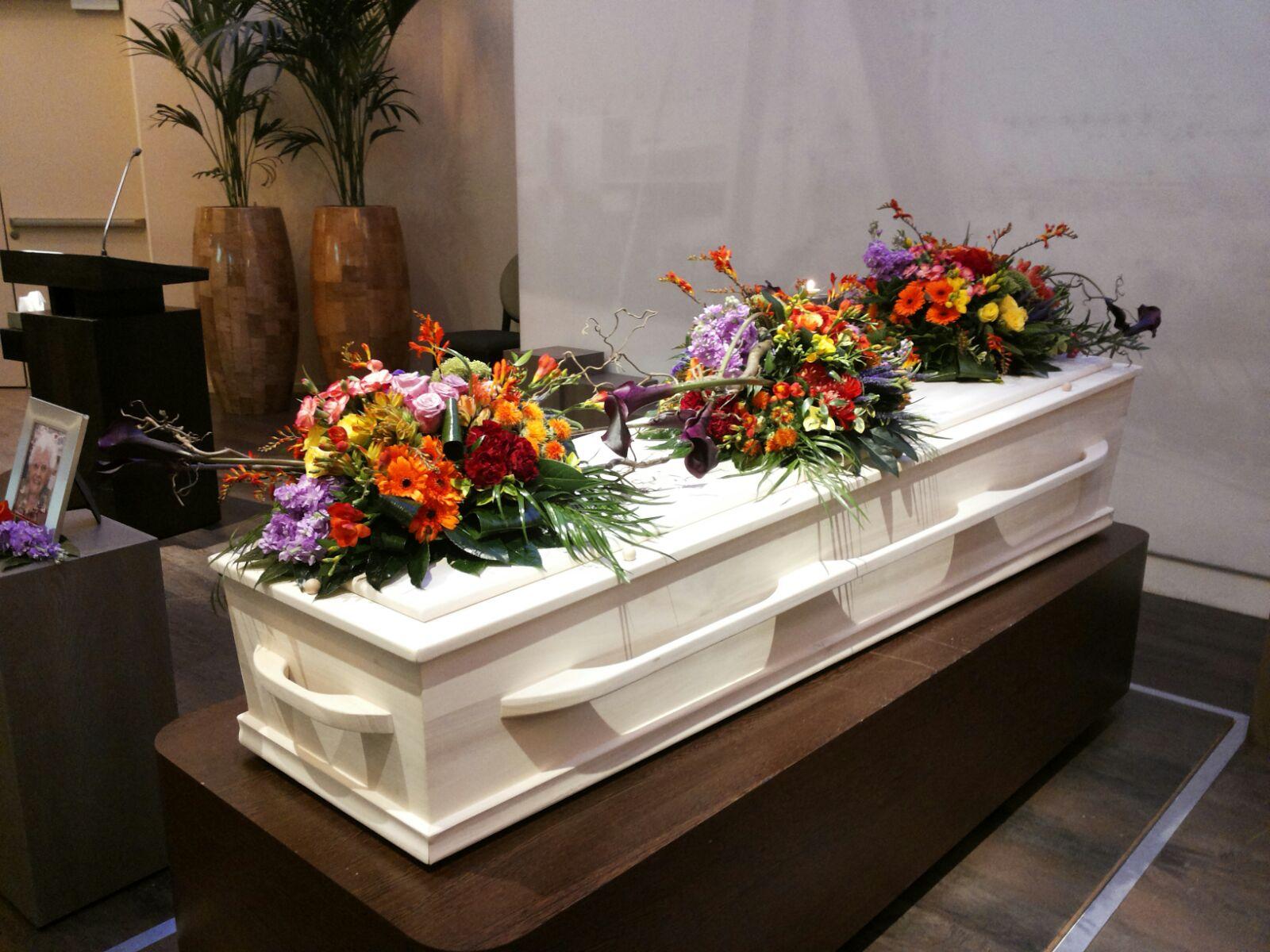 Uitvaart, bloemen, zelf maken, bloenstuk, grafstuk, rouwstuk