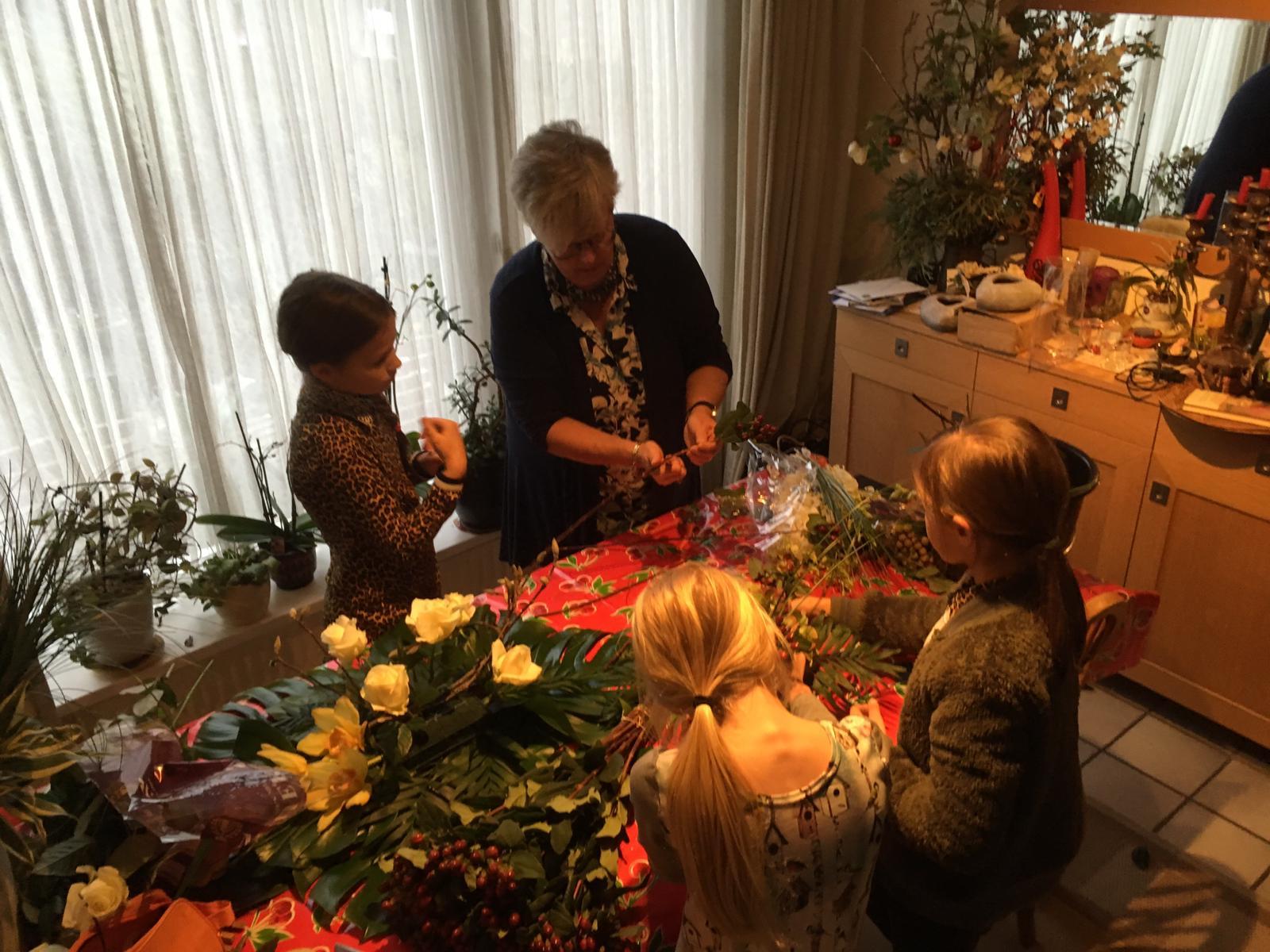Bloemen, rouwstuk, samen met Ester, familie, bloemschikken, kinderen