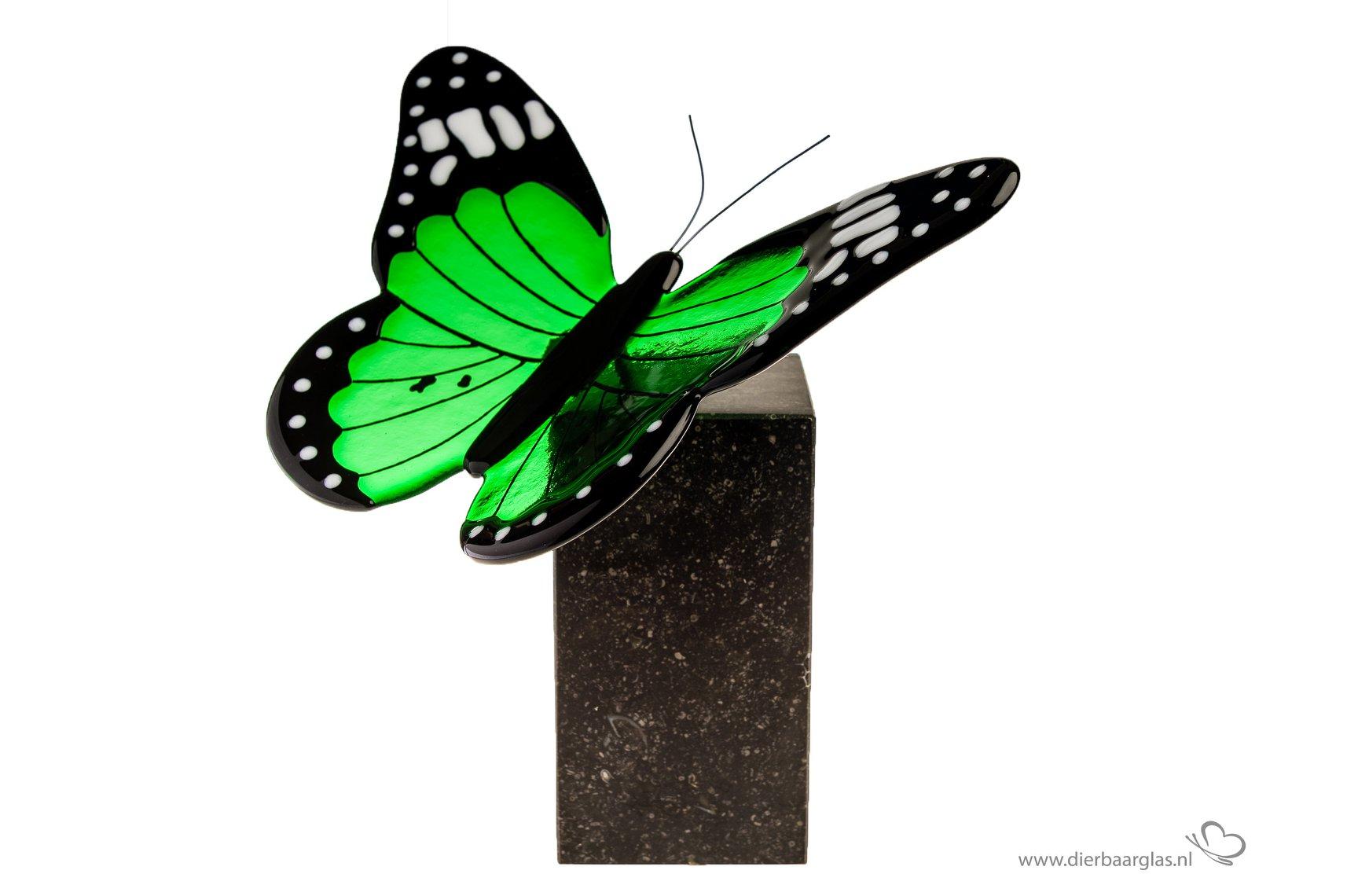 Miniurn met vlinder
